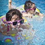 Foto niños nadando